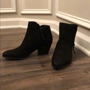 Jacy Zip Black booties by Frye & Co